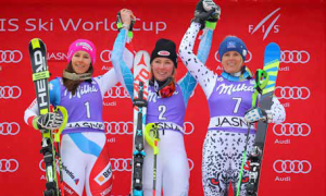 Mikaela Shiffrin ovládla slalomové bránky v Jasnej, ale Slovensku spravila najväčšiu radosť tretia Veronika Velez-Zuzulová.